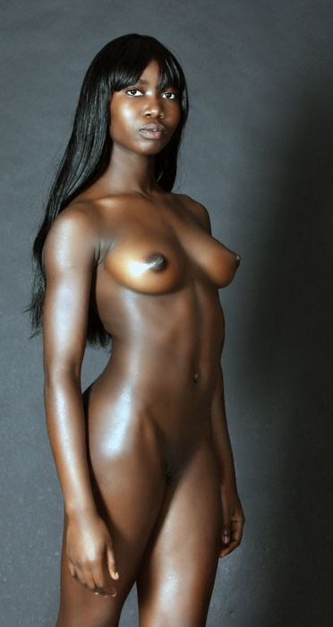 ebony fully naked boobs