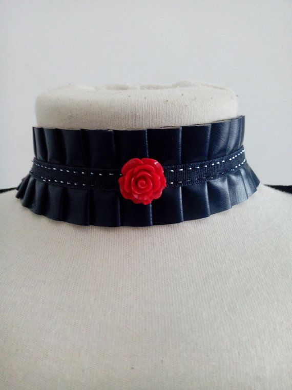 Check out this item in my Etsy shop https://www.etsy.com/pt/listing/265103048/handmade-rose-chocker