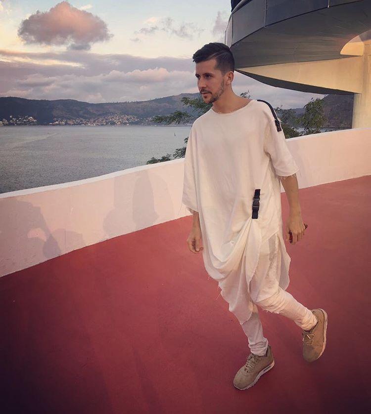 LOUIS VUITTON @ RIO  T-Shirt @ocksaofficial  Pants @asos  Sneakers @nikelab air max #LVCruise
