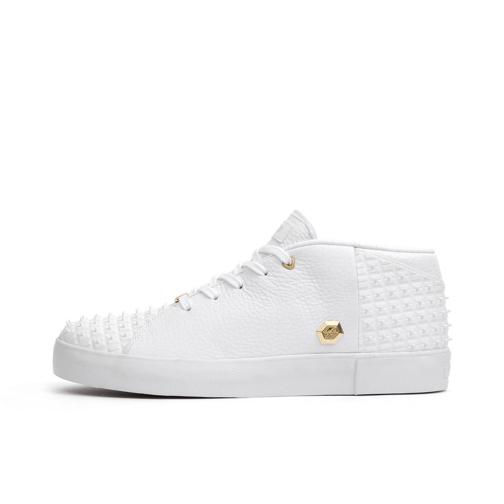 Nike Lebron 13 NSW Lifestyle White. Available at Concrete Store Prinsestraat the Hague | WEB SHOP #dipyourfeetintotheconcrete #concrete #store #the #Hague #footwear #men #women #unisex #Nike #Lebron #13 #NSW #Lifestyle #White