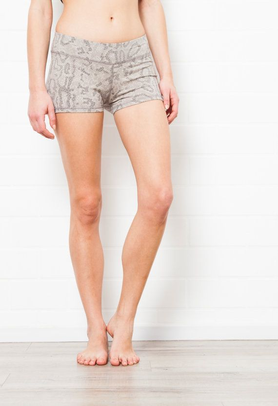 LYCRA HOTPANTS - Grey dragon Snake Yoga Hotpants - Sport Shorts ...