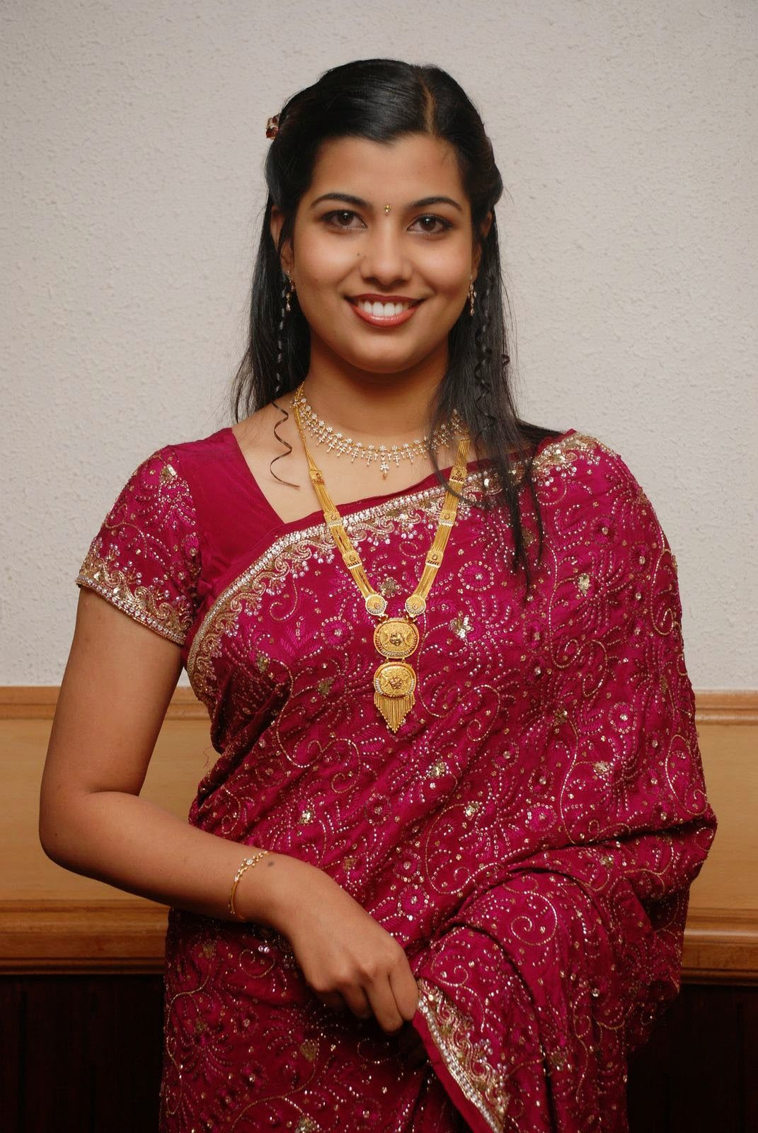 Indian Hot Desi Cute Housewife And Girls Bold Styles Photos