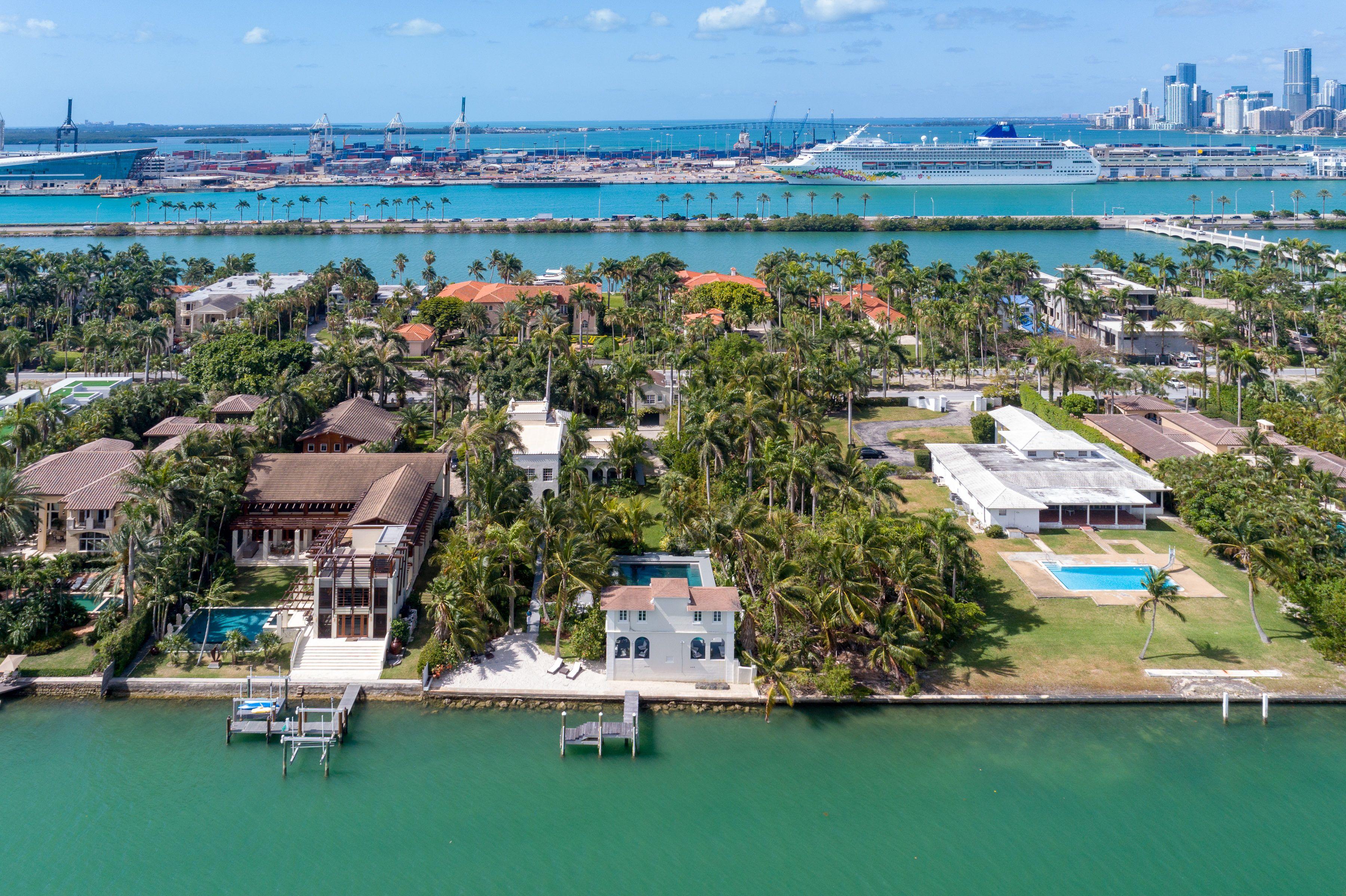 Pin By Nelson Gonzalez Pa On Al Capone S Miami Beach Mansion Asking 13 500 000 Miami Beach Mansion Miami Mansion Miami Beach