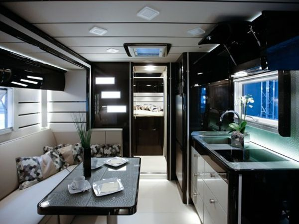 wundershc ne einrichtung in dem wohnmobil lkw. Black Bedroom Furniture Sets. Home Design Ideas
