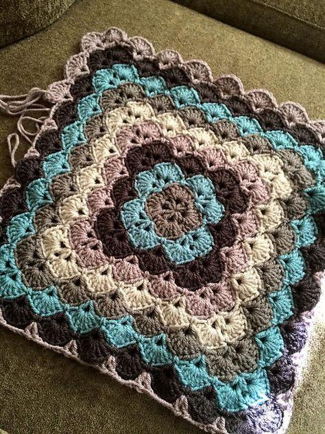Free flower granny square patt | Granny Square patterns in 2018 ...