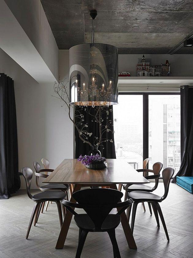 Schwarzes, graues und blaues Wohnzimmer gefüllt mit Roche Bobois und ...