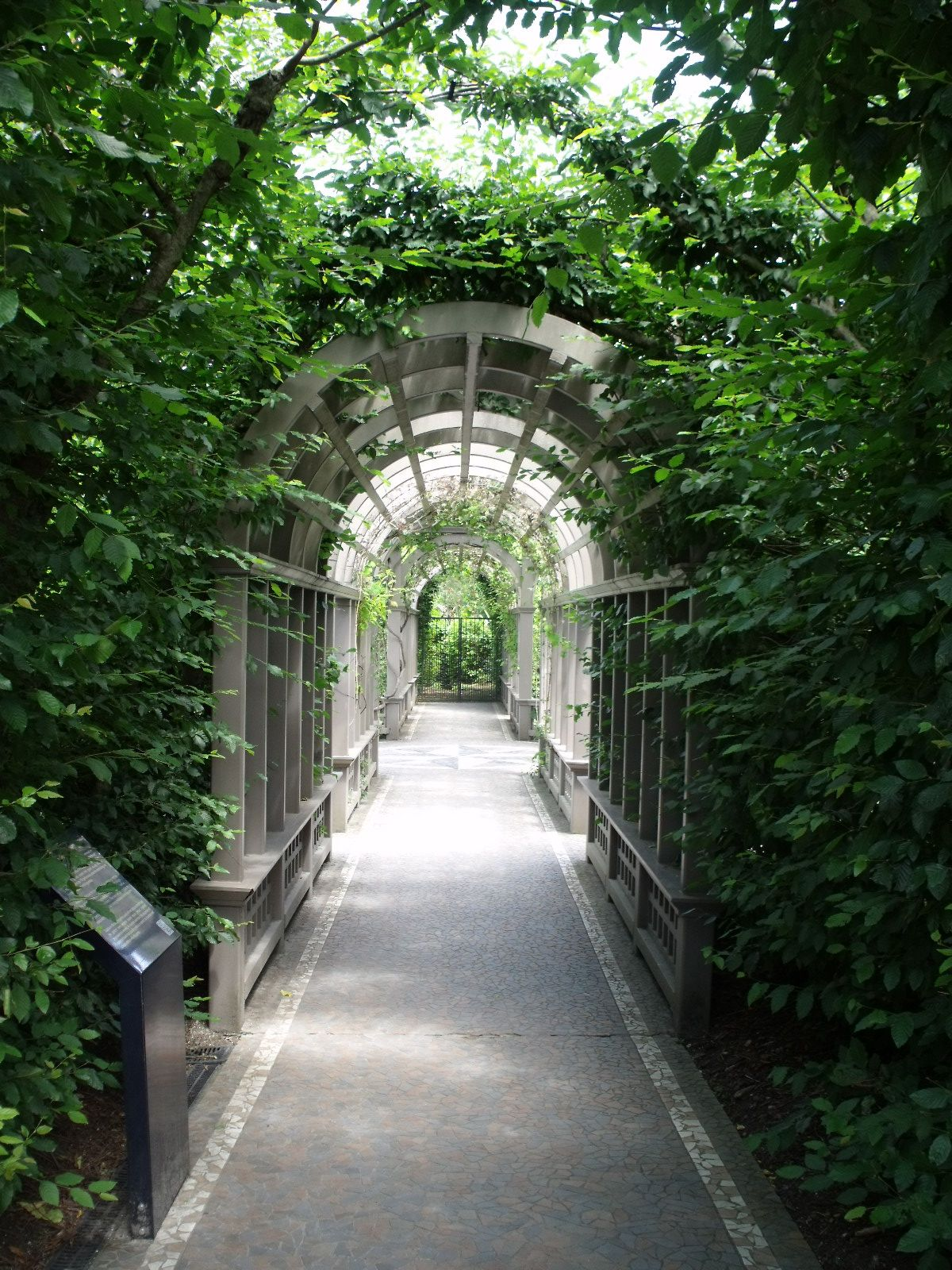 Charmant Covered Arched Walkway As You Enter The Italian Gardens