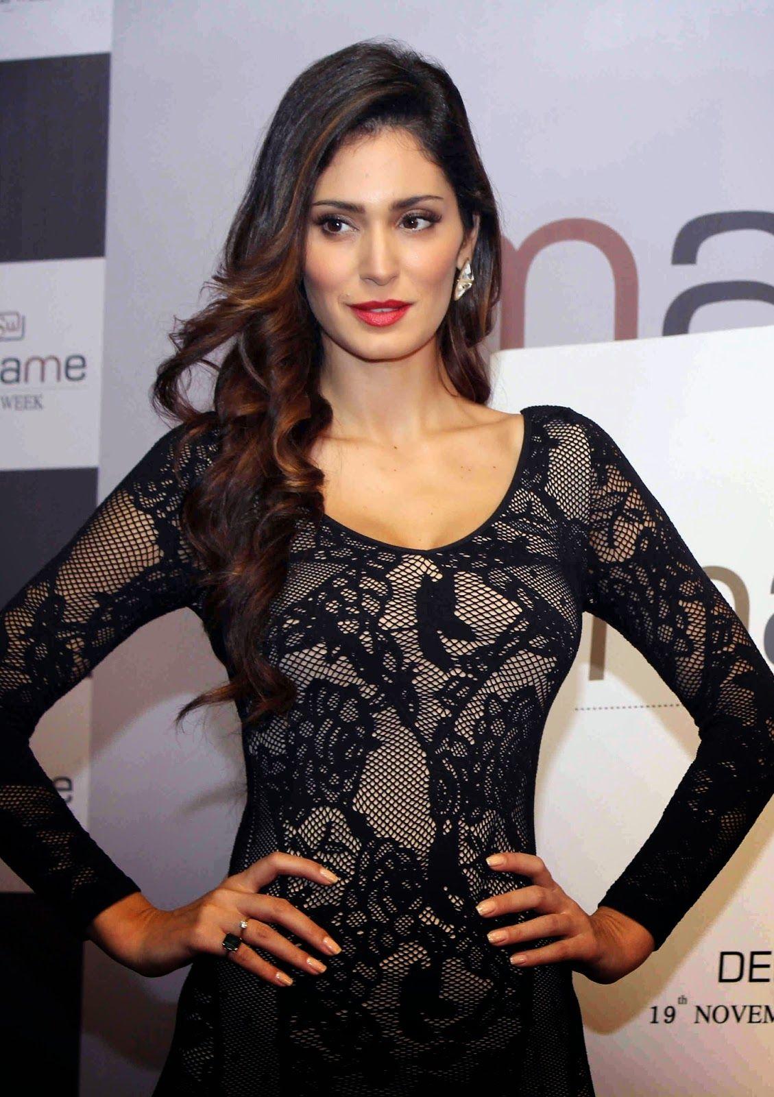Bruna abdullah hot back bruna abdullah in short dress bruna abdullah - Bruna Abdullah Arab Brazilian Model