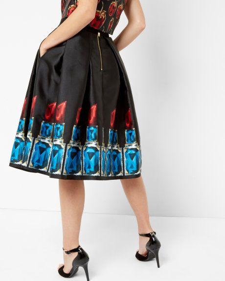 Lipstick full skirt