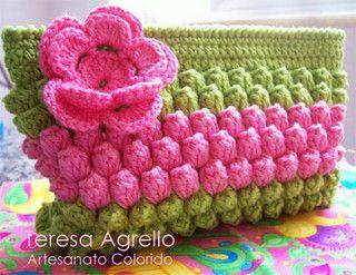 bolsinha casulos by Teresa Agrello - Artesanato Colorido, via Flickr