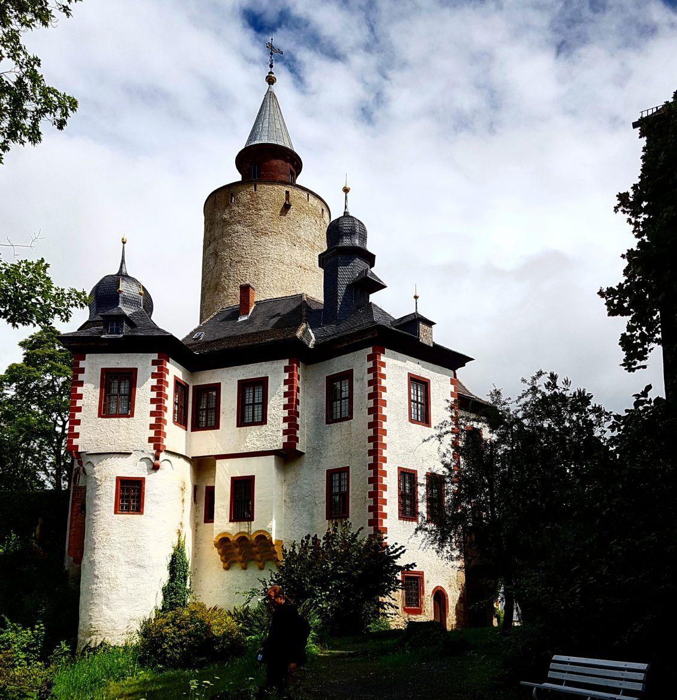 Burg Posterstein Spannende Burg Zwischen Gera Und Zwickau Burgdame In 2020 Burg Urlaub Thuringen Verlassene Schlosser