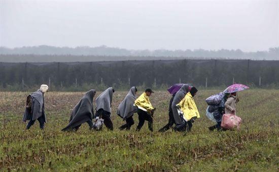 migranti_in_marcia_in_serbia