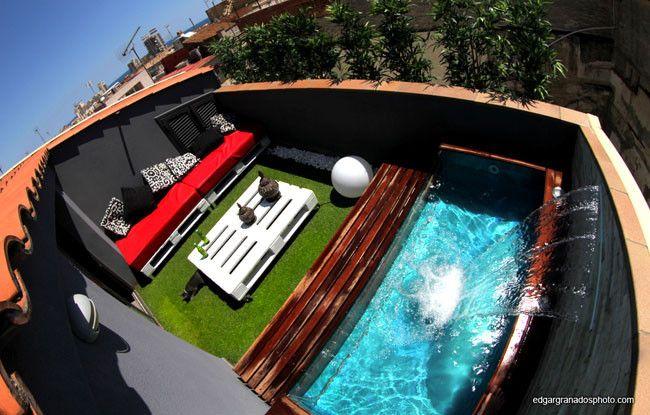 Ens anos tu casa la peque a pero impresionante terraza for Piscina mund