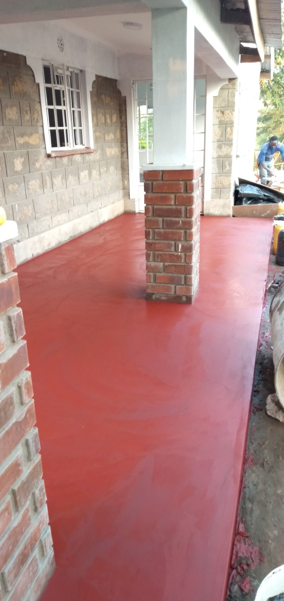 Application of red oxide floor pigment House styles