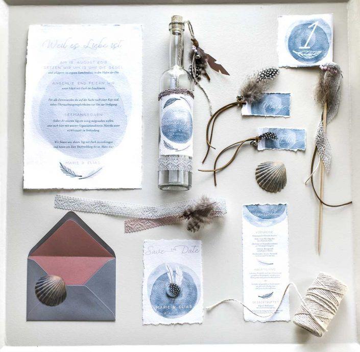 Photo of Strandinvitasjonsflaskeinvitasjon med håndlaget papir