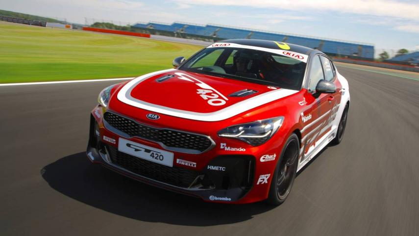 KIA presenta Stinger GT420 la versión de carreras del GT