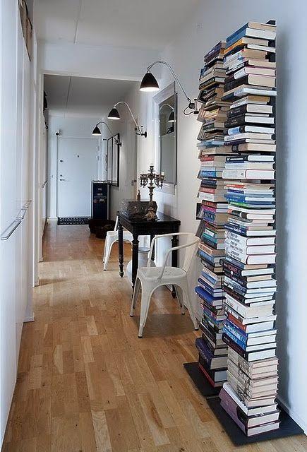 Apilar libros en los pasillos dise o interior de - Libros de decoracion de interiores ...