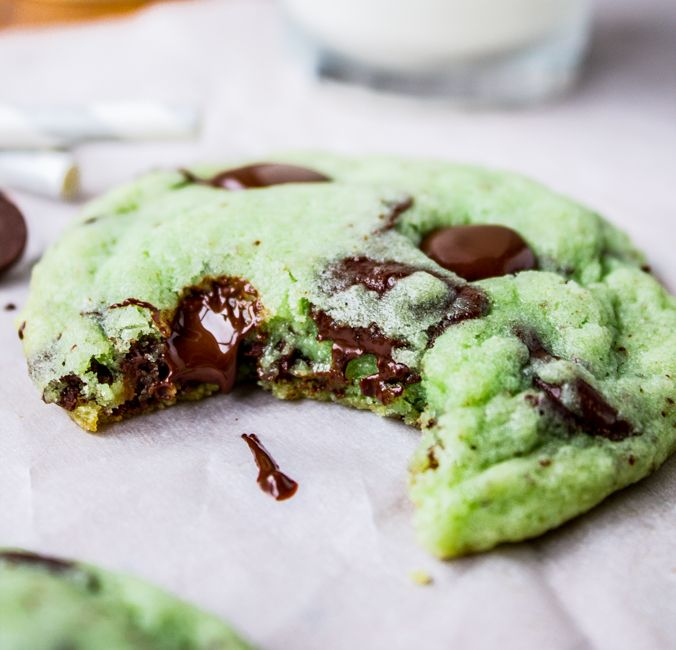 it 39 s like eating mint chocolate chip ice cream in the form of a warm bu mint chocolate chip cookies mint chocolate chip cookie recipe mint chocolate chips it s like eating mint chocolate chip ice cream in the form of a warm bu mint chocolate chip