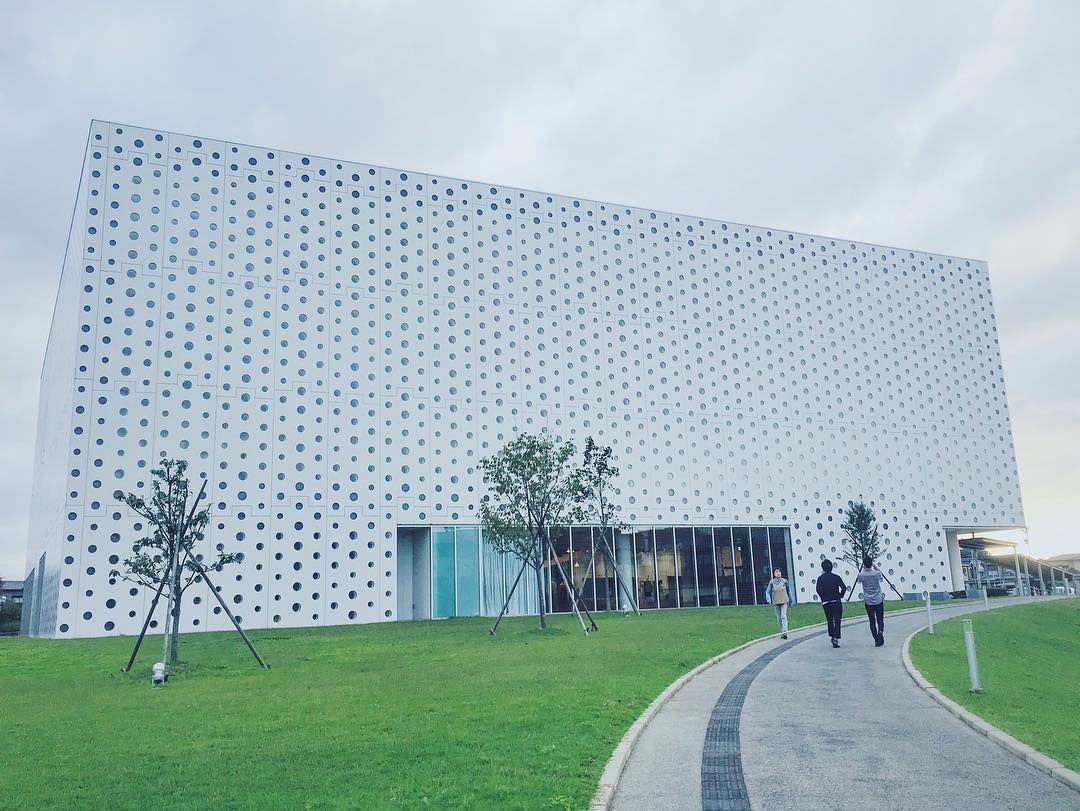 #金沢海みらい図書館