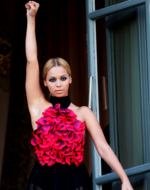 Beyonce Wearing Wonderful Pink Dress (With images) | Queen ...
