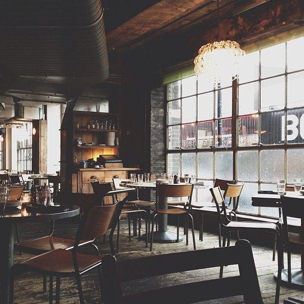 cafe bar - Large Cafe Interior