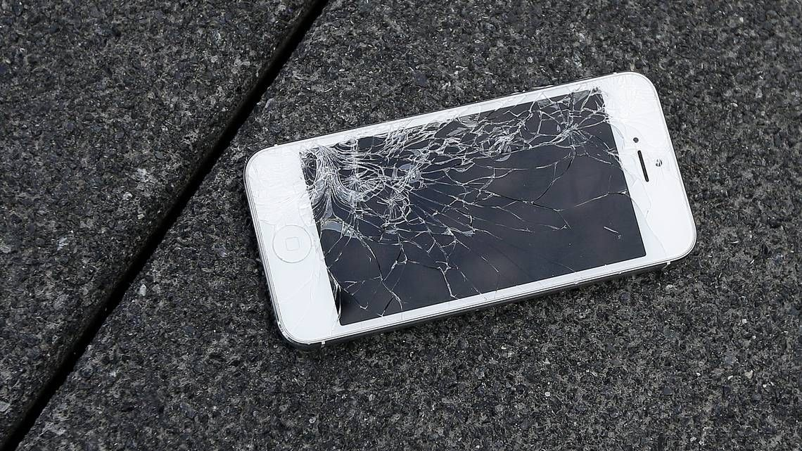 Americans Break Two Smartphone Screens Each Second Costing 3 4