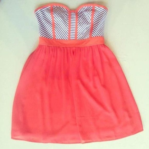 Strapless Dress Spring ready Boutique style. Strapless dress. Juniors size large. No rips/stains. Coral color with blue stripes (not of mentioned brand) Forever 21 Dresses Mini