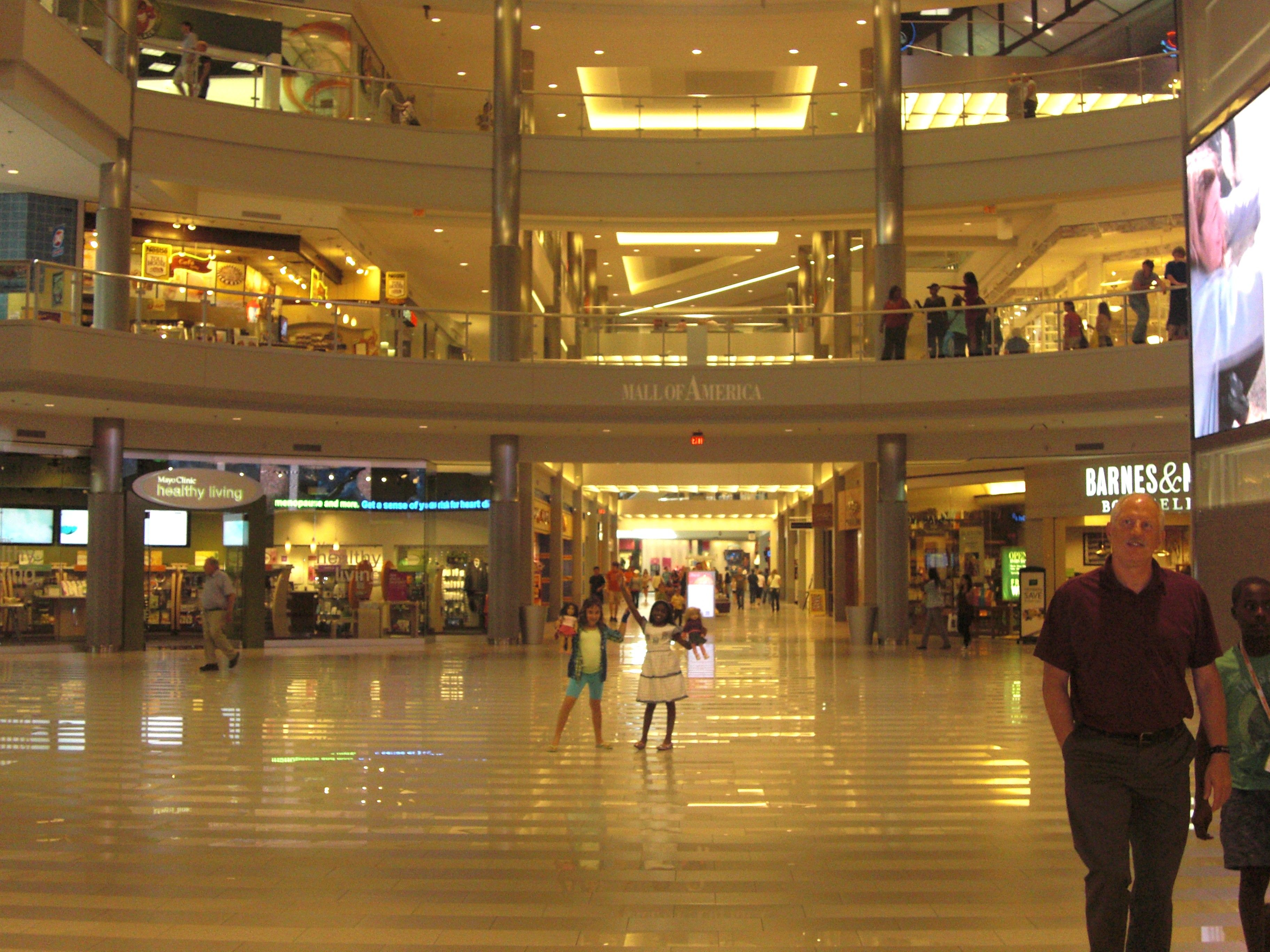 Mall of america largest shopping mall in the usa located