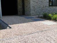 Oprit in grind in combinatie met betontegels megategels ideetjes tuin pinterest met - Doen redelijk oprit grind ...