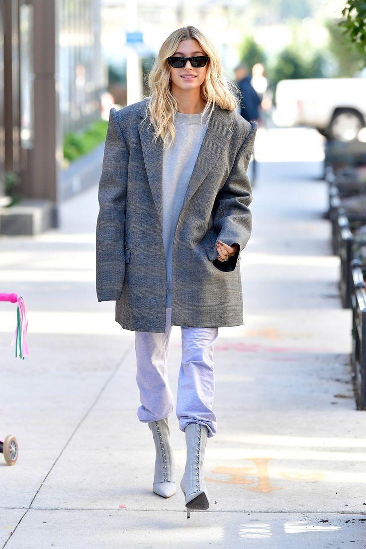 Hailey Baldwin Updates op Twitter Hailey Bieber verlaat haar appartement in Brook
