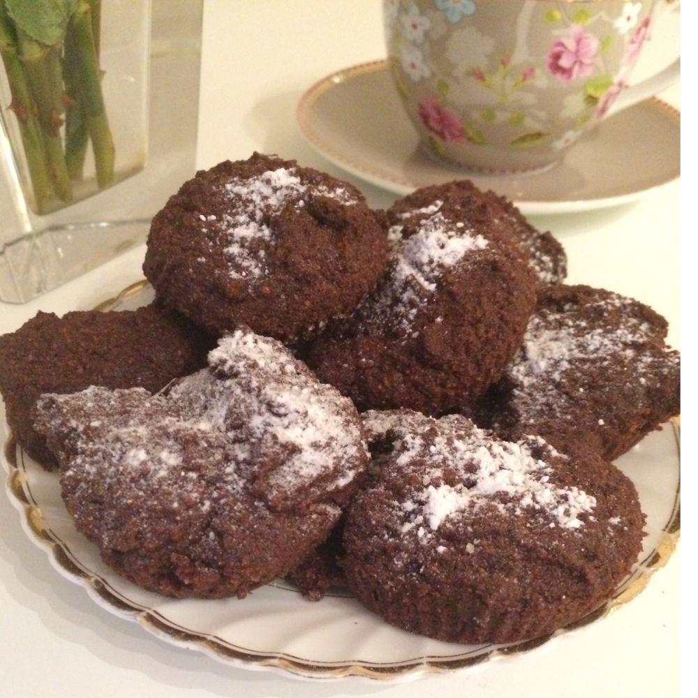 (ca 12stk)2 egg50 gram kokossukker1/2 dl mandelmel1 1/2dl kokosmel 4 ss kakao100g smør1 ts vanilj...