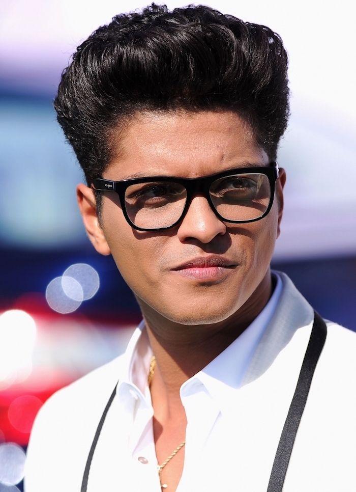 Coiffure banane homme un régime de style Bruno Mars