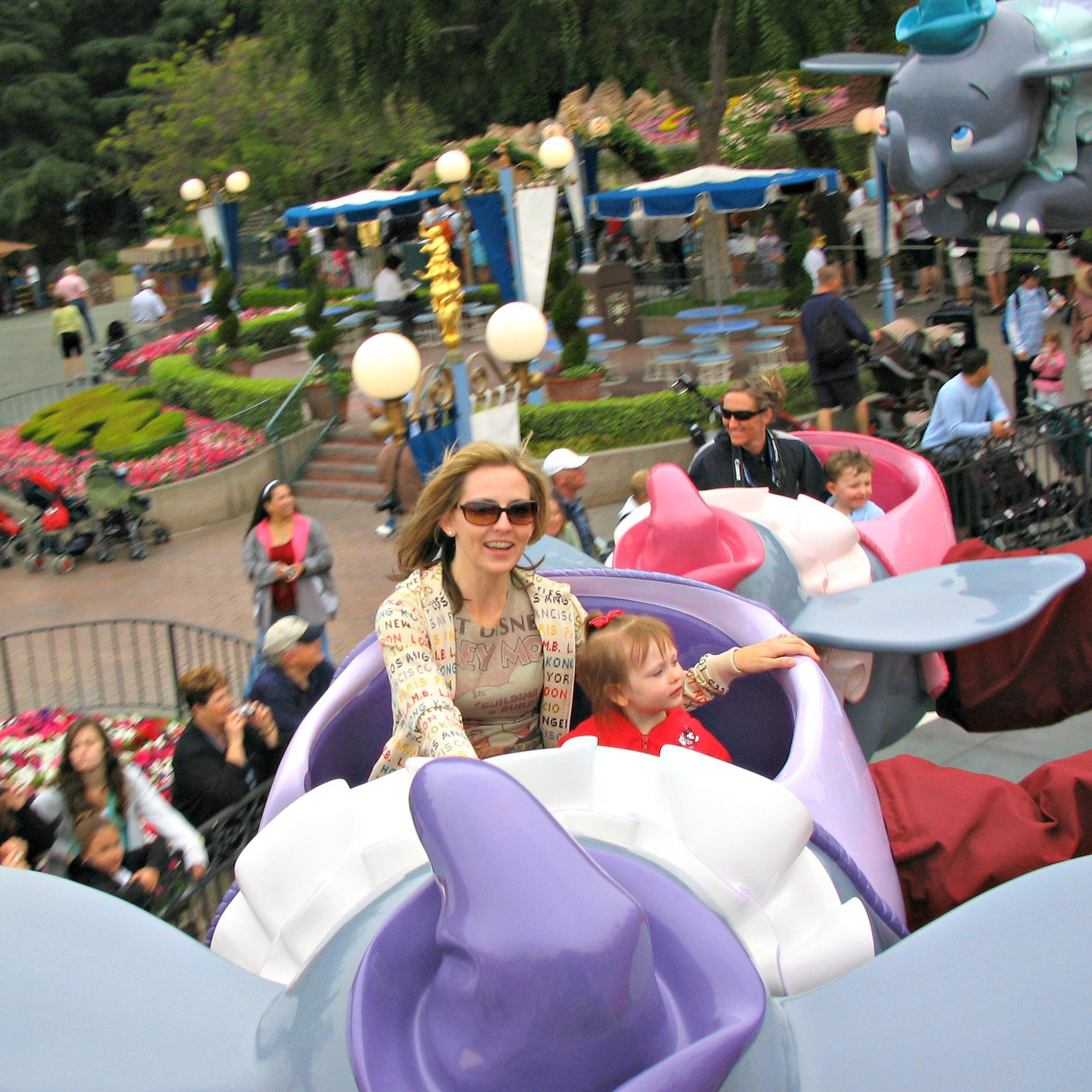 10 Best Disneyland Attractions