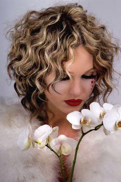 Halblange frisuren mit naturlocken