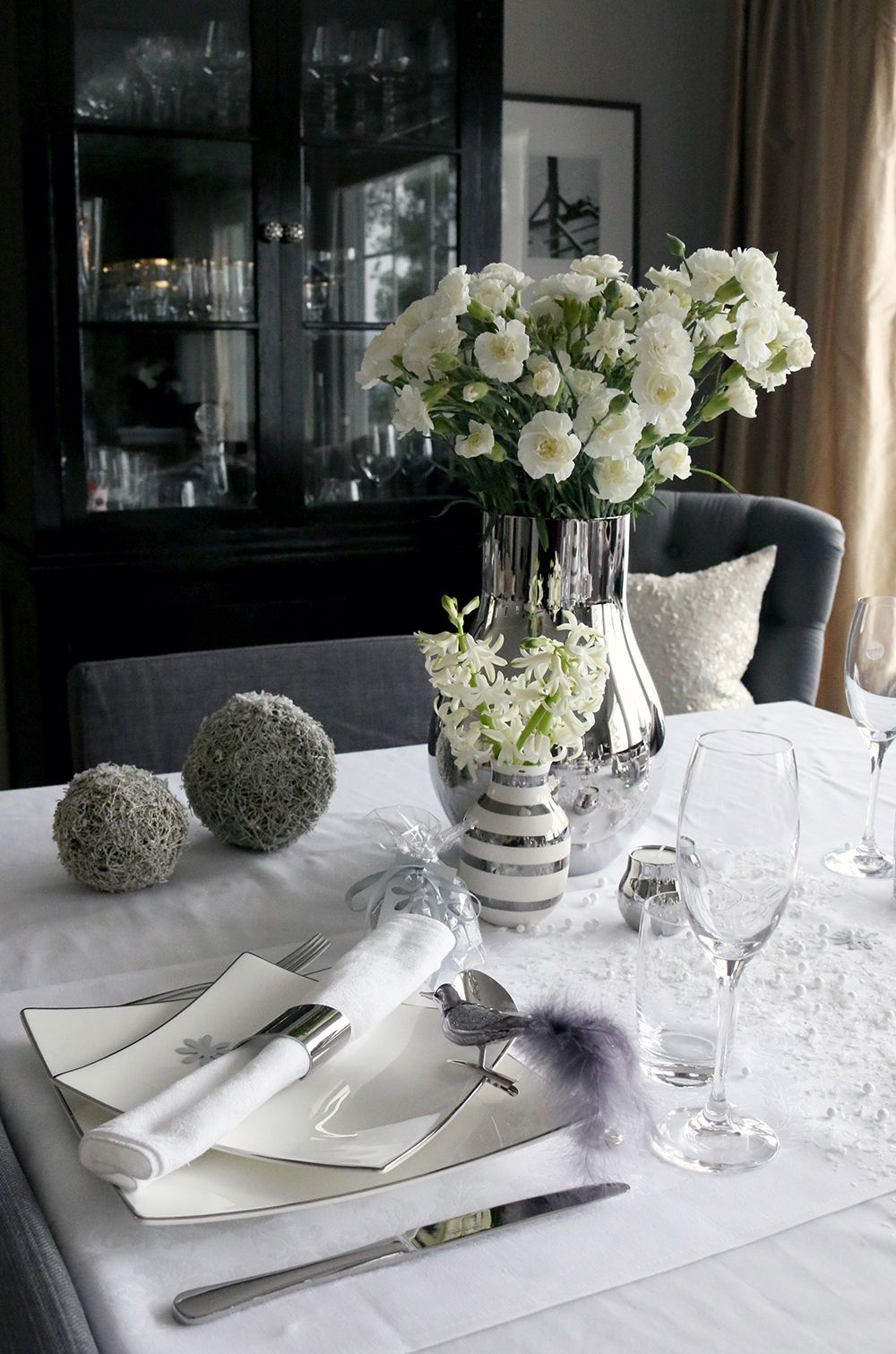 Tablesetting New Year, white, grey. Photo: Anette Willemine Solheim http://anettewillemine.com/happy-new-year/ http://www.tilbords.no/