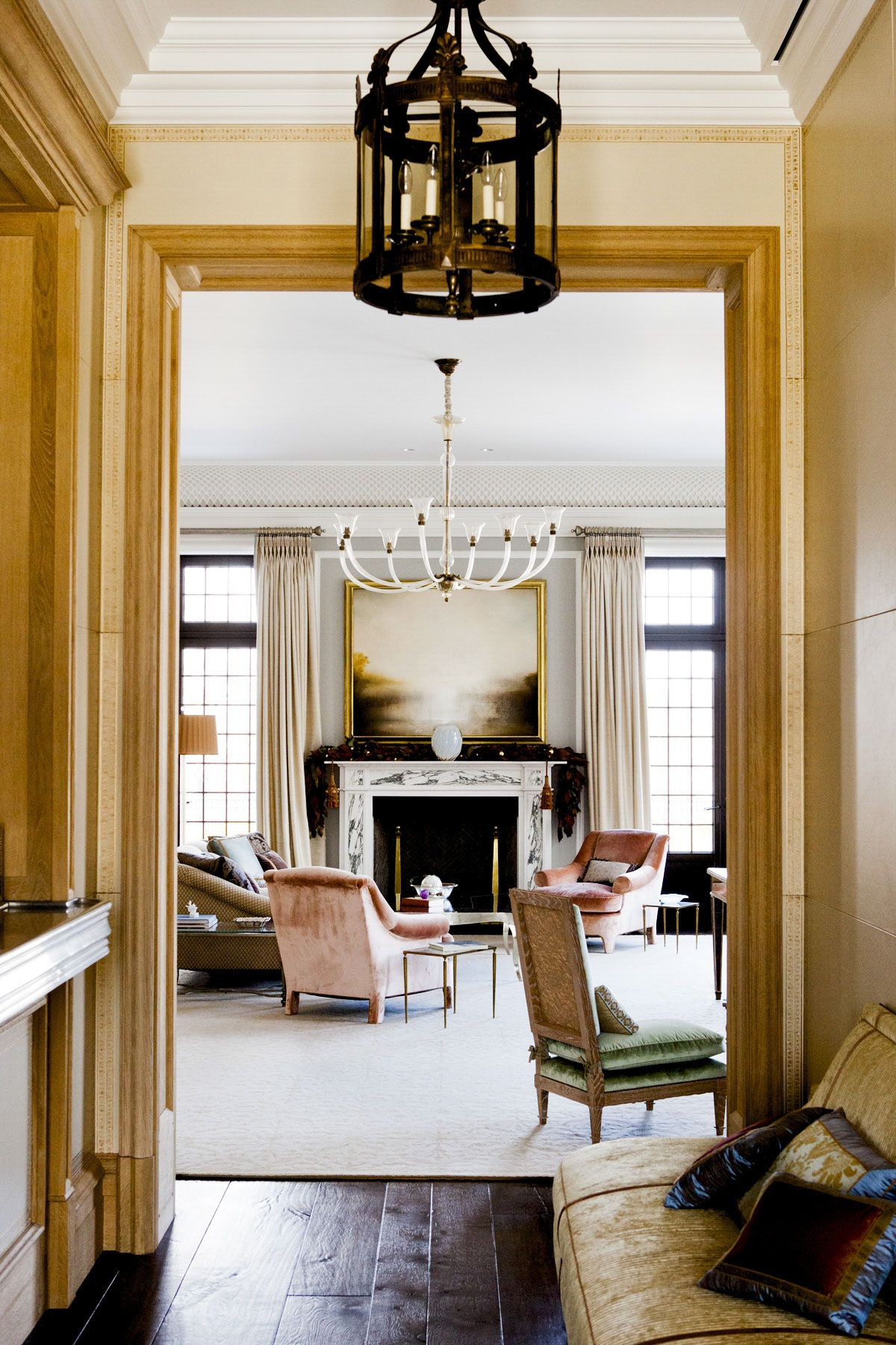 House Tour Transcending Time In Greenwich Connecticut Chic Interior Design Luxury Interior Home Living Room