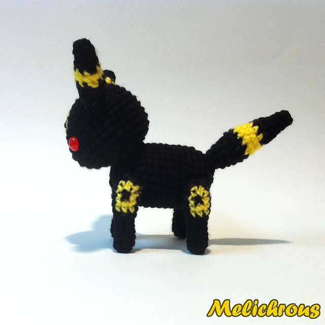 Umbreon pattern by Katie O | Crochet | Pinterest | Proyectos and Muñecas
