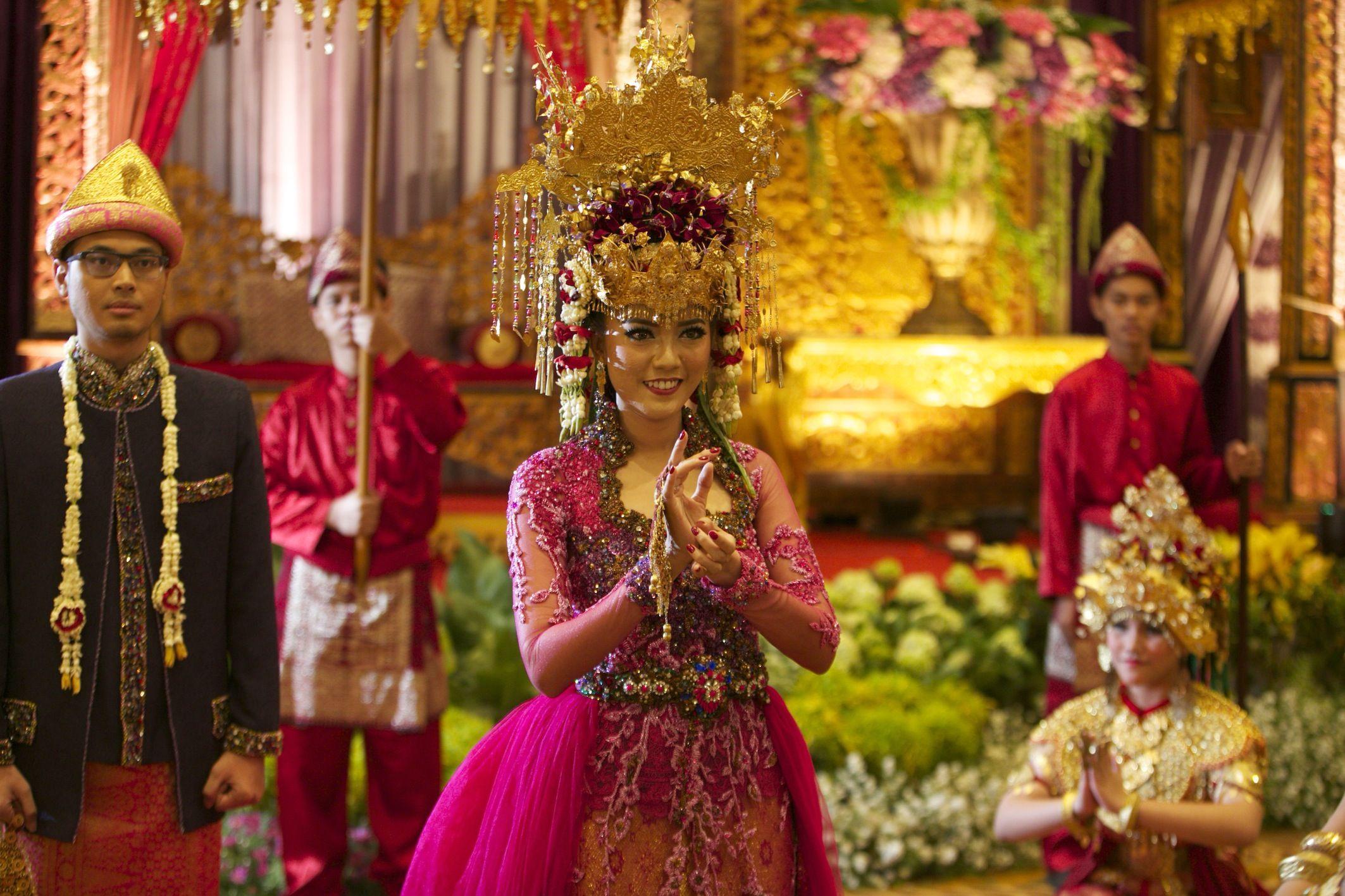 Pernikahan Tiga Budaya Ala Diska dan Dika (Dengan gambar