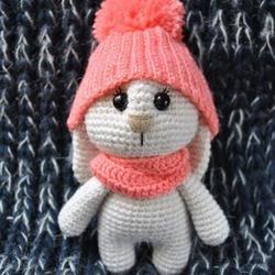 amigurumi conejito adorable con el sombrero - PDF imprimible