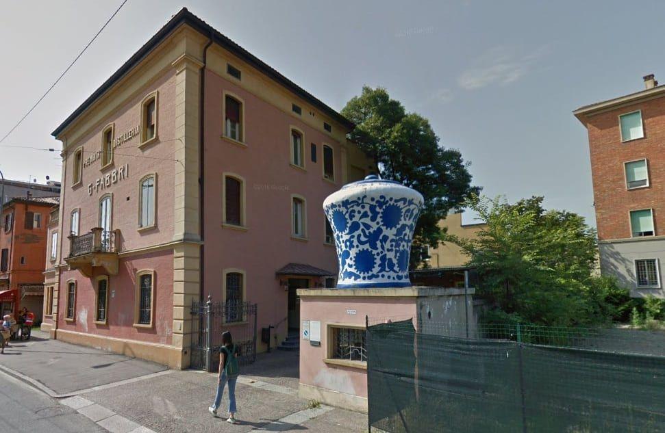 Amarena Fabbri, nella sede di Bologna torna il maxi vaso ...
