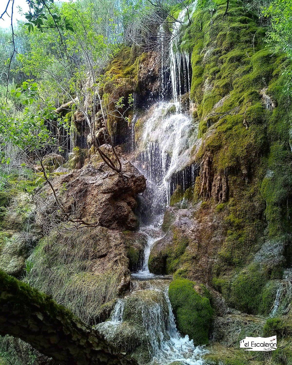 El Nacimiento Del Río Cuervo Y Su Impresionante Cascada Casa El Escalerón Cascadas Lugares Preciosos Viajar Por España