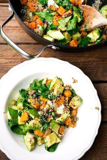 One Pot Quinoa mit Spinat, Avocado und Süßkartoffeln