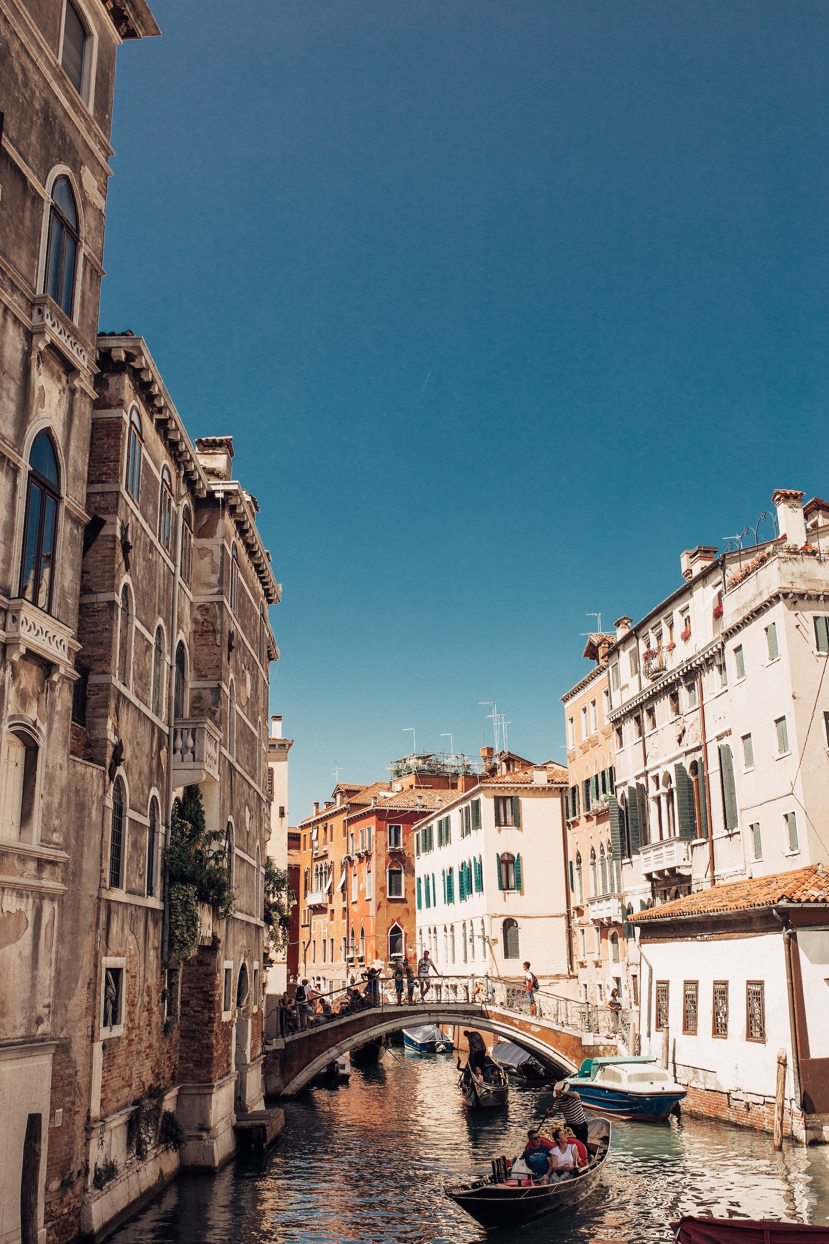 100 Photos to Inspire a Trip to Italy 🇮🇹✨ Sharing beautiful Italy photos on the blog, from sunrise at the Pantheon to gondola rides in Venice to gelato in Tuscany to the glamorous beaches of Positano. This Italy photography tour will inspire your next Italy travel destination. | Visit Italy | Europe Photography | Italy Aesthetic | #italy | Venice Italy