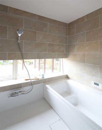 ハーフユニットバス グレーのタイル可愛い ユニットバス ホームウェア バスルームのインテリアデザイン