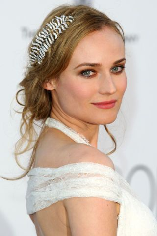 10 bridal hair ideas that never go out of style.