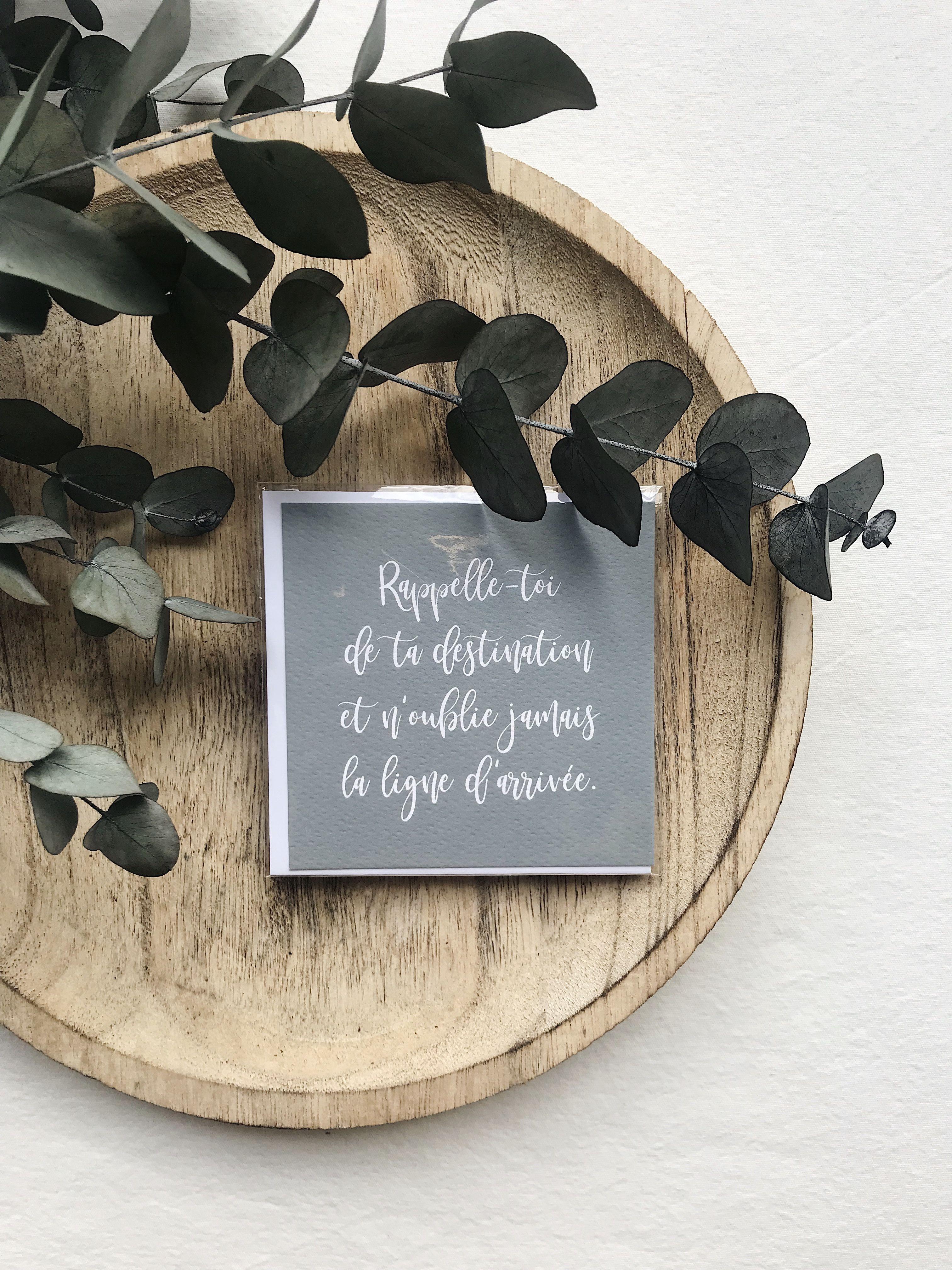 PETITE CARTE DESTINATION  SEVEN PAPER Une carte de vœux est un élément essentiel pour adresser quelques mots doux