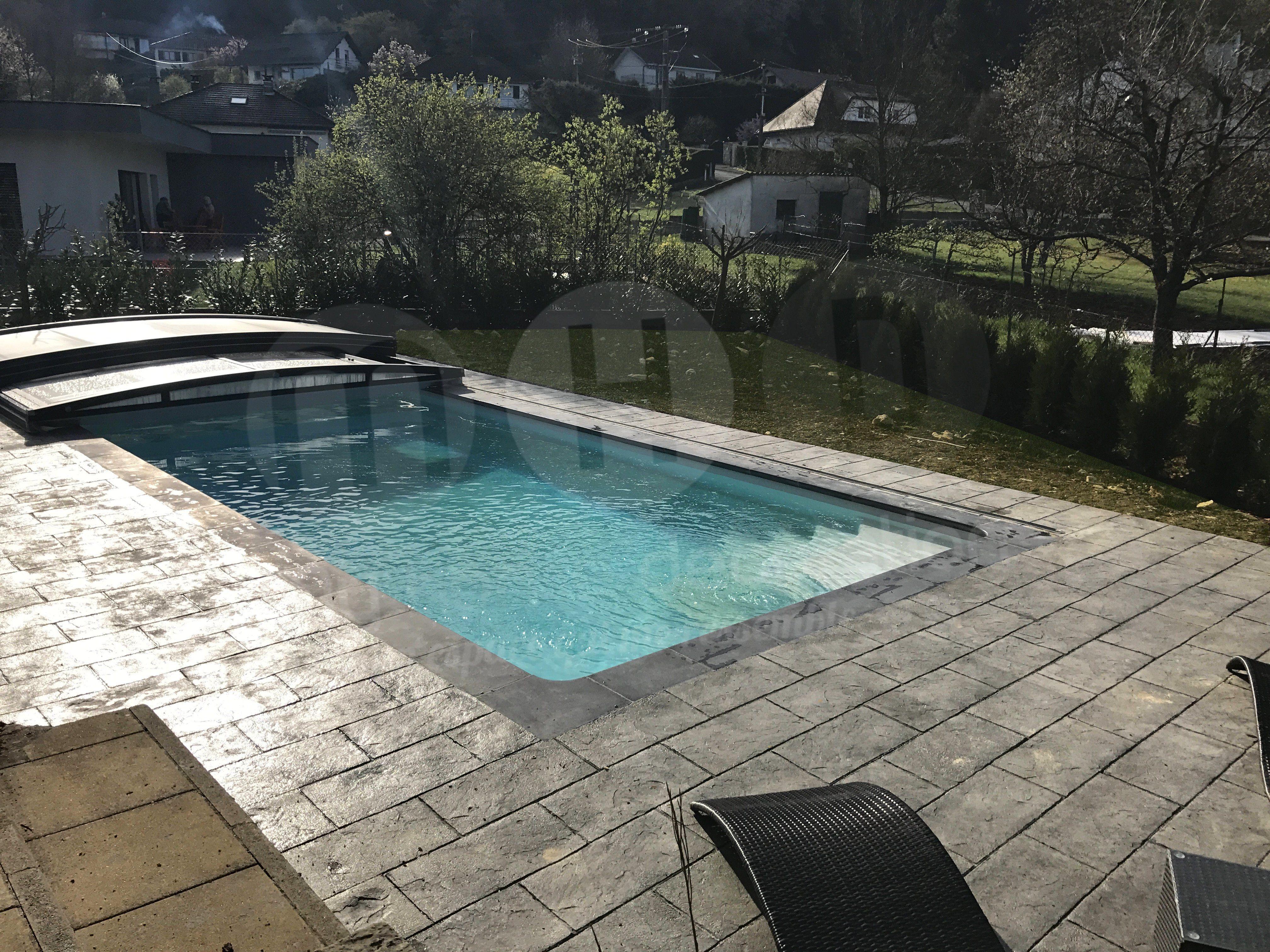Aménagement plage de piscine contemporain avec du Béton Décoratif de ...