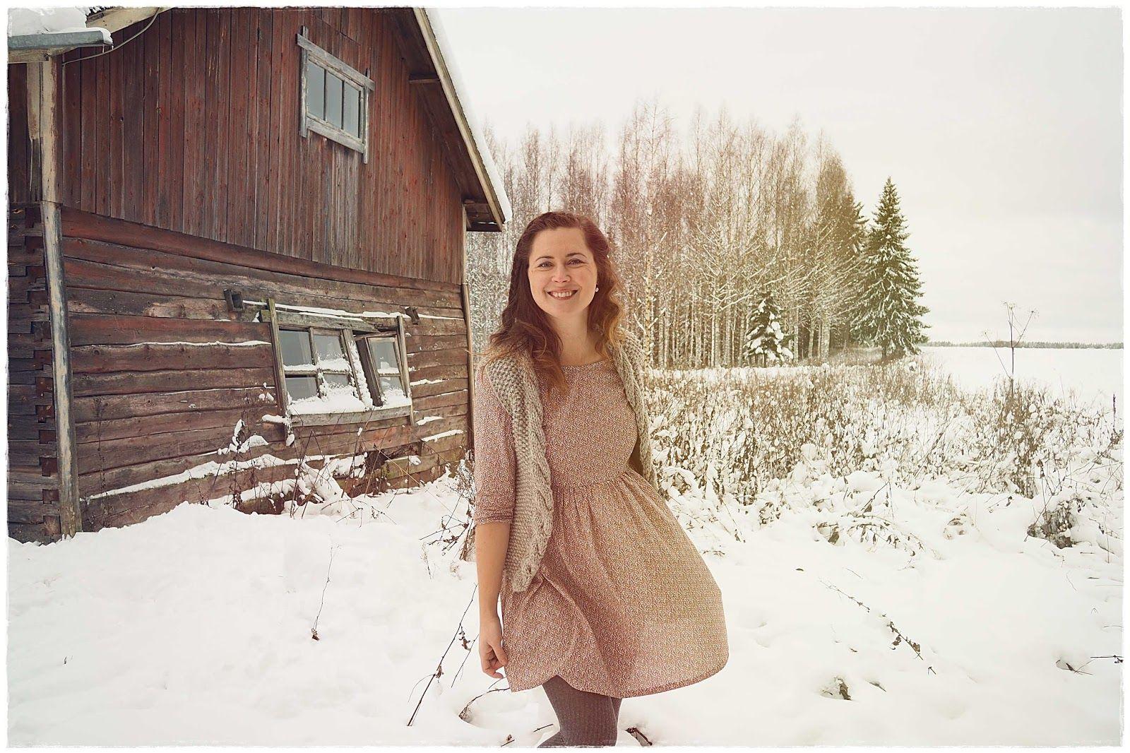 Hei, nyt onkin aika esitellä tämä ompelemani Ingrid-mekko kirjasta Mekkotehdas aikuisille . Käväisin eilen kuvaamassa mekon naapurin ...
