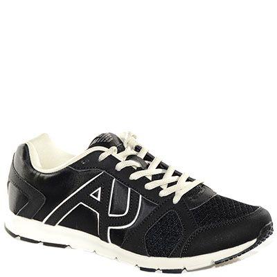 #Sneaker in pelle e tessuto nero.