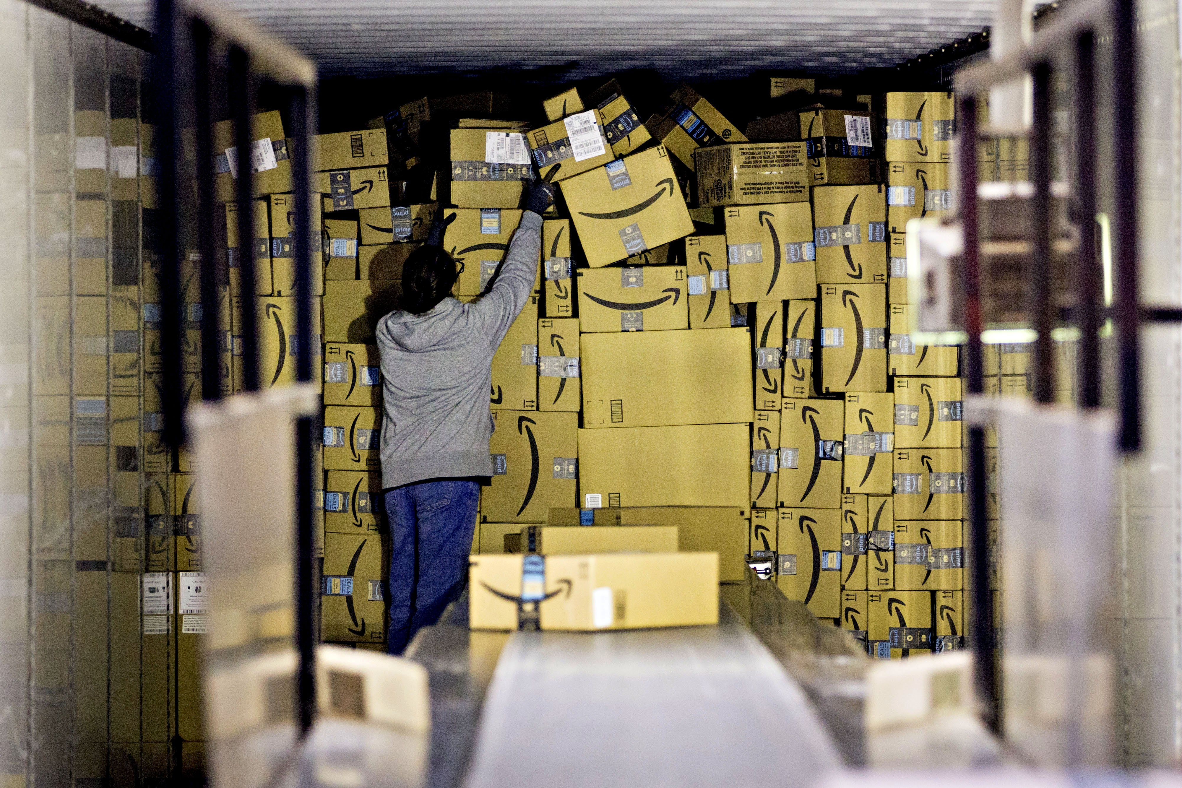 Amazon Warehouse Workers Say They Have Been Working Without Air